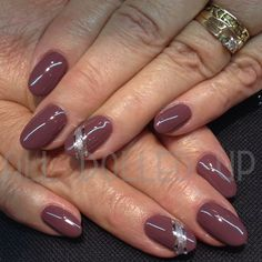 Amore gel nails with Amore Prisma in Smokey Plum