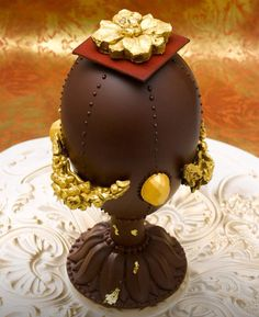 *Chocolate Art* From Café Pouchkine in Paris. Easter Chocolate, Chocolate Factory, Love Chocolate, Chocolate Lovers, Mini Cakes, Cupcake Cakes, Cupcakes, Beautiful Cakes, Amazing Cakes