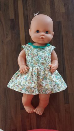 Free sewing tutorial for doll's dress Sewing Tutorials, Sewing Projects, Bitty Baby Clothes, Doll Clothes Barbie, Baby Couture, Sewing Dolls, Sewing For Kids, Free Sewing, Doll Patterns