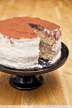 """Heute habe ich das allseits beliebte Dessert """"Tiramisu"""" als Tiramisu-Torte für Euch. Das Rezept stammt von Melissa Forti, Autorin von """"The Italian Baker""""."""