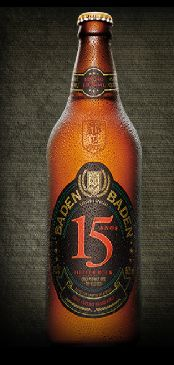 Cerveja Baden Baden 15 anos, estilo Maibock/Helles Bock, produzida por Baden Baden, Brasil. 6.7% ABV de álcool.
