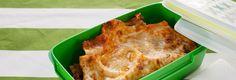 Az olasz konyhának kevesen tudnak ellenállni, főleg, ha a lasagnéról van szó. Egykönnyen dobozolható, remekül fagyasztható, de hűtőben is napokig friss marad, így mindig csak annyit érdemes melegíteni belőle, amennyit elfogyasztanak a gyerekek.