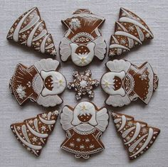 Today we are looking at Moravian and Bohemian gingerbread designs from the Czech Republic. Back home, gingerbread is eaten year round and beautifully decorated cookies are given on all occasions. Gingerbread Christmas Tree, Christmas Cake Pops, Gingerbread Ornaments, Christmas Tree Cookies, Christmas Candy, Christmas Treats, Gingerbread Cookies, Gingerbread Houses, Cookie Frosting