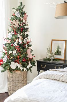Deck the halls with our festive holiday home decor! 🌲 Deck the halls with our festive holiday home decor! Cheap Diy Home Decor, Home Decor Hacks, Handmade Home Decor, Home Decor Items, Home Decor Accessories, Decor Crafts, Western Style, Decoration Inspiration, Decor Ideas