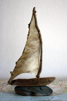 ik vind het wel grappig om te zien dat hij/zij een zeilbootje hebt gemaakt van een lapje dat misschien ooit wel van een gezonken schip of iemand zijn oude shirt
