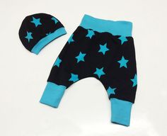 Baby harem pants, baby boy jogging pant, blue boy pant 0-3 month,little boys first outfit, blue baby beanie, baby hat, Farbenmix European by Stoffenjunkie on Etsy https://www.etsy.com/listing/222159745/baby-harem-pants-baby-boy-jogging-pant
