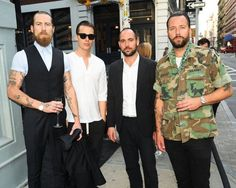 Justin O'Shea + Charlie Hedin + Mikael Schiller et Pontus Bjorkman Justin O'shea, Nyc, Best Natural Skin Care, Dapper Men, Men Street, These Girls, Gentleman, Nice Dresses, Hot Guys