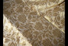 This is a beautiful pure benarse silk brocade floral design fabric in Beige and Gold. The fabric illustrate golden woven roses on beige background.  You can use this fabric to make Dresses, Tops,...