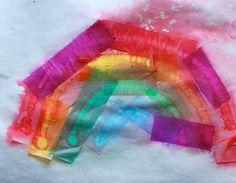 Regenkunst: plakwerkje van vloei- of vliegerpapier buiten in de regen leggen.