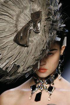 ravishing-couture:    Egle Tvirbutaite at Dior Fall 2007 ready-to-wear