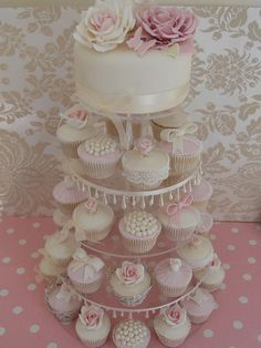 Vintage cupcake wedding by Cotton and Crumbs, via Flickr