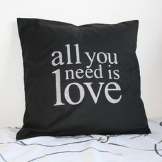 Coussin + Housse de coussin motif All you need is love 40x40 cm : Textiles et tapis par gigie-bricole Textiles, All You Need Is Love, Throw Pillows, Etsy, Vintage, Gift Ideas, Handmade Gifts, Slipcovers, Carpet