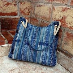 Bags & Handbag Trends: # jeans reform # bags # jean # putting - Home PageJean scrap bag with lace!denim and lace patchwork tote bagUse jeans scraps for this! Patchwork Bags, Quilted Bag, Patchwork Quilting, Denim Patchwork, Fabric Bags, Fabric Scraps, Sacs Tote Bags, Denim Purse, Denim Crafts