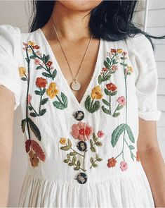 Diy Embroidery Shirt, Hand Embroidery Dress, Embroidery On Clothes, Embroidered Clothes, Embroidery Fashion, Hand Embroidery Designs, Embroidery Stitches, Embroidery Patterns, Diy Fashion