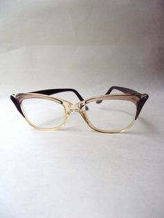 c33229f75bf4 1960s Pearlized cat eye style spectacles
