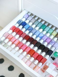 15 Nail Polish Storage Ideas Every woman loves to beautify their nail with beautiful polishes. The problem is there are a lot of nail polish that they love and it needs to be organized well. Nail Polish Storage, Diy Nail Polish, Nail Polish Colors, Diy Nails, Organizing Nail Polish, Nail Nail, Storing Nail Polish, Gold Nail, Makeup Storage Closet
