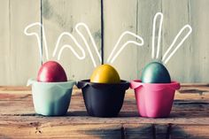 Evette Rios shows you how to whip up an easy and healthy Easter treats for kids. They will love these creative Easter desserts, and so will you. Easter Peeps, Easter Treats, Happy Easter, Easter Egg Hunt Clues, Easter Camping, Egg Photo, Egg Art, Easter Holidays, Bank Holiday
