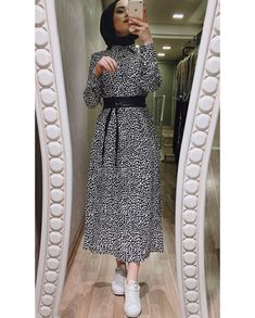 - Style Evening Dresses - Another! Hijab Fashion Summer, Modern Hijab Fashion, Hijab Fashion Inspiration, Abaya Fashion, Muslim Fashion, Modern Outfits, 80s Fashion, Runway Fashion, Hijab Evening Dress