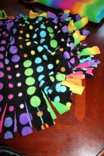 no sew fleece pillow - lots of fun crafty stuff here & no sew fleece pillows... wow! Super easy! Kassandra\u0027s turned out ... pillowsntoast.com