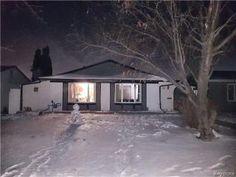 30 Muska Bay in Winnipeg: Tyndall Park Residential for sale : MLS® # 1729585 House Appliances, Hardwood Floors, Flooring, Sump Pump, Bay Windows, Extra Rooms, Detached Garage, Eat In Kitchen, Best Location