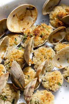 Clams oreganata are tasty, juicy and perfect as an appetizer. This is a very simple recipe and one of the best things you can make with clams. Clam Recipes, Seafood Recipes, Appetizer Recipes, Cooking Recipes, Appetizers, Seafood Dinner, Fish And Seafood, Clams Seafood, Great Recipes