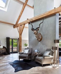 is a classical way of adding African accent to a living space. Style At Home, Modern Rustic, Modern Decor, Taxidermy Decor, Barn Renovation, Trophy Rooms, Welcome To My House, Contemporary Interior Design, Vintage Design