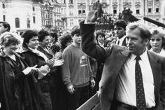 """Der Schriftsteller und Politiker Vaclav Havel im Jahr 1990 - nachdem er die """"Charta 77"""" mit initiiert hatte und wesentlich am Demokratisierungsprozess Tschechiens beteilgt war, wurde er 1989 Staatspräsident der Tschechoslowakei und von 1993 bis 2003 Präsident der Tschechischen Republik."""