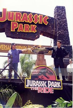 Steven Spielberg & Jeff Goldblum during Opening of Jurassic Park Ride at Universal Studios at Universal Studios in Hollywood, California, United States. Jurassic Park The Ride, Jurassic Park Series, Jurassic Park 1993, Jurassic Park World, Dinosaur Movie, Dinosaur Art, Jurassic Movies, Dinosaur Wallpaper, Jurassic World Fallen Kingdom