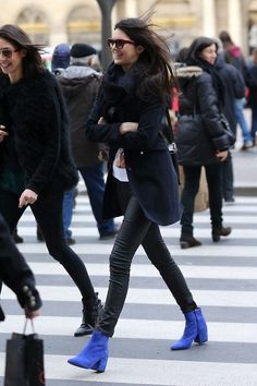 Kendall Jenner - too gorgeous in blue boots. Top Street Style, Street Chic, Kendall Jenner Style, Kylie Jenner, Estilo Street, Vogue, Fashion Outfits, Womens Fashion, Jeans Fashion