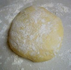 Craving pizza but don't have yeast for dough? Worry no longer, you'll find comfort in this great homemade pizza dough with baking powder. Home Made Pizza Dough Recipe, No Yeast Pizza Dough, Easy Pizza Dough, Home Made Pizza Crust, Yeast Bread, Baking Powder Recipe, Easy Homemade Pizza, Homemade Breads, Homemade Rolls