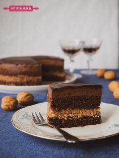 Opitý Izidor - orechovo rumový zákusok s čokoládou - Sisters Bakery Tiramisu, Bakery, Sisters, Ethnic Recipes, Food, Essen, Meals, Tiramisu Cake, Yemek