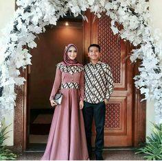 Batik Fashion, Abaya Fashion, Muslim Fashion, Fashion Dresses, Batik Muslim, Dress Batik Kombinasi, Batik Blazer, Muslim Dress, Hijab Dress