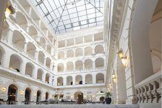 Sélection d'hôtels de luxe à Budapest sur vanupied.com. Budapest, Oh The Places You'll Go, Louvre, Building, Design, Luxury Hotels, Buildings, Construction