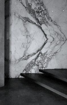 Beautiful marble looks like art by Marcantonio Raimondi Malerba (Marama) Marble Interior, Interior Stairs, Interior And Exterior, Interior Modern, Marble Stones, Stone Tiles, Architecture Details, Interior Architecture, Design Oriental