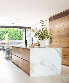 Modern Kitchen Interior - Last week, I wrote a post featuring 10 restaurant interiors to inspire your kitchen renovation Kitchen Design Small, Contemporary Kitchen, Kitchen Inspirations, Kitchen Renovation, Outdoor Kitchen Countertops, Modern Marble Kitchen, Home Decor Kitchen, Kitchen Interior, Interior Design Kitchen