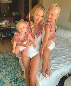Savannah, Everleigh and Posie Mother Daughter Outfits, Mommy And Me Outfits, Mom Daughter, Girl Outfits, Cole And Savannah, Savannah Rose, Savannah Chat, Summer Family Pictures, Family Photos