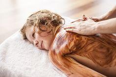 #Schokomassage für Kinder im #Kidsspa vom Hotel Sonnhof. Danach #Entspannung im 1200 m² großen #Wellnessbereich. Das ist Urlaub im Salzburger Land im Hotel Sonnhof
