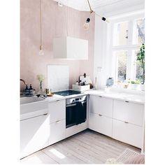 """243 tykkäystä, 9 kommenttia - @inspotoyourhome Instagramissa: """"A pink fluffy dream 🌸 Varför har jag aldrig tänkt på det förut..? Att måla rosa i köket är ju helt…"""""""