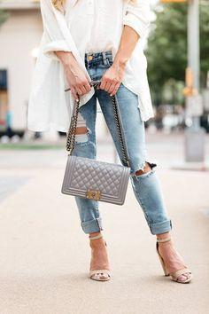 Ripped jeans and heels jean purses, spring dresses, spring outfits, summer outfit, Summer Outfits Women, Outfits For Teens, Spring Outfits, Trendy Outfits, Spring Dresses, Winter Outfits, Work Jeans, Ripped Jeans, Jean Purses