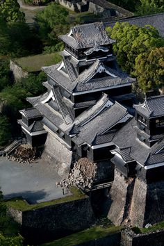Damaged Kumamoto Castle Actually Withstood the Earthquake Just as Ancient Architects Intended Architecture Concept Drawings, Japan Architecture, Chinese Architecture, Landscape Architecture, Pavilion Architecture, Sustainable Architecture, Residential Architecture, Contemporary Architecture, Monuments