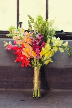 CHIC DIY-TO-THE-MAX AUTUMN WEDDING | 1. OMGTHESEFLORALS. 2. This is how I want my wedding shot. No SERIOUSLY. | By Cassandra Eldridge Photography | The Knotty Bride™ Wedding Blog + Wedding Vendor Guide