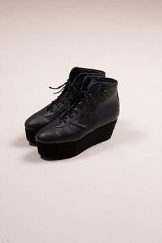 99a8b2800ae56 If u wear these shoes u need fashion advice Boutique