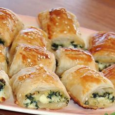 Spinach Rolls, Plats Healthy, Vegetarian Recipes, Cooking Recipes, Vegetarian Cooking, Savory Pastry, Pastry Chef, Savory Snacks, Savoury Finger Food