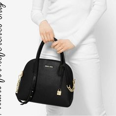 MICHAELKORS DESIGNER LADIES BAG  For Purchase = Whatsapp & Call �� 9140297419  #stylish #look #lovely #fashion #shoot #shoutouts #fashionblogger #lookatme #mahoba #rath #pretty #watch #love #india #man #beauty #instapic #picoftheday #shoes #kanpur #student #teacher #office #lucknow #banda #boys #girls #college #1 #bags http://butimag.com/ipost/1558422525191639892/?code=BWgoQegA9NU