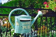 L'arrosoir = boite aux lettres (mailing box)