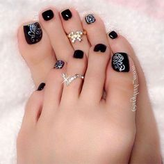 Winter Toe Nail Designs Picture simple and cute winter toe nail art designs designs ideas Winter Toe Nail Designs. Here is Winter Toe Nail Designs Picture for you. Black Toe Nails, Pretty Toe Nails, Cute Toe Nails, Pretty Toes, Fancy Nails, Beautiful Toes, Pretty Pedicures, Rose Nail Art, Rose Nails