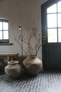 It can be a stunning vintage living room in Madrid, a industrial design bedroom in New York, or even… an industrial style kitchen in Paris! Home Interior Design, Interior Styling, Interior And Exterior, Interior Decorating, Home And Deco, Vases Decor, Colorful Decor, Home Decor Inspiration, House Colors