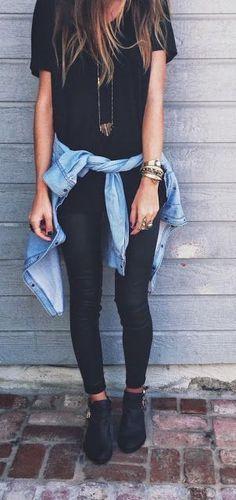jean negro, camisa jean, blusa negra anchita y botas gris collar carita feliz