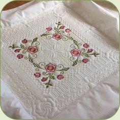 SDS0723 Tudor Rose Quiltblock Set 8 Machine Embroidery Quilts, Machine Quilting Designs, Free Machine Embroidery Designs, Quilting Ideas, Quilting Projects, Quilt Block Patterns, Quilt Blocks, Candlewicking Patterns, Free Motion Quilting