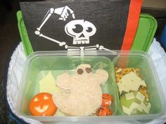 Halloween - Foods: Spooky Lunchbox idea! Halloween Activities For Kids, Halloween Foods, Lunch Box, Crafts, Inspiration, Biblical Inspiration, Manualidades, Bento Box, Handmade Crafts